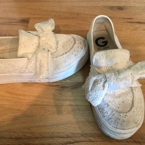 White Lace Knot Guess Slip Ons